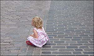 child watches street theatre in Edinburgh