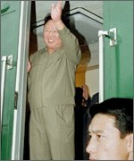 Kim Jong-il waves goodbye on train on way back to North Korea