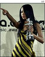 Aaliyah picked up an MTV award in 2000