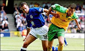 Lucas Neill (l) is the clubs longest serving player