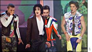 Michael Jackson dances with 'N Sync at the MTV Video Awards