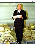 Alexander Lukashenko inspects the gold ingots at Belarus's State Bank