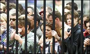 Mourners at the gates of Buckingham Palace