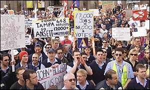Ansett workers vent their anger at a rally in Melbourne