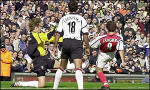 Freddie Ljungberg scores for Arsenal against Fulham