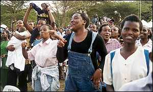 Fans of Eric Wainaina at his Nairobi concert