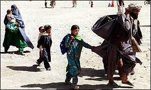 Family from Kandahar, Afghanistan,enters Pakistan via Chaman crossing-point