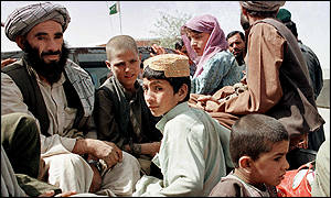 Refugees leaving Afghanistan for Pakistan AFP