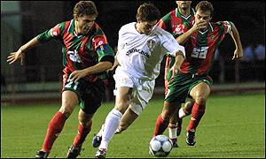 Leeds midfielder Harry Kewell bursts forward