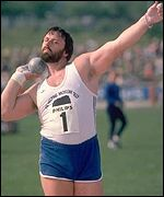 Geoff Capes in action in 1980