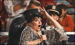 Liza Minnelli sings New York, New York