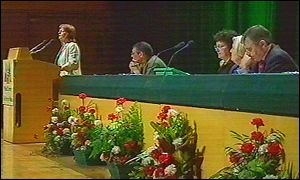 Jocelyn Davies AM addresses Plaid Cymru 2001 conference