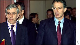 UK Prime Minister Tony Blair and UK Foreign Secretary Jack Straw (l)