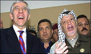 UK Foreign Secretary Jack Straw with Palestinian leader Yasser Arafat