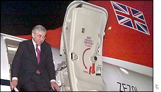 UK Foreign Secretary Jack Straw arrives in Tehran