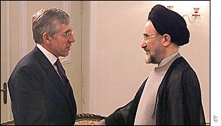 UK Foreign Secretary Jack Straw and Iran's President Mohammed Khatami