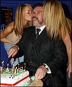Ricky Tomlinson with two members of Atomic Kitten