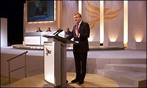 Liberal Democrat leader Charles Kennedy addressing his party conference