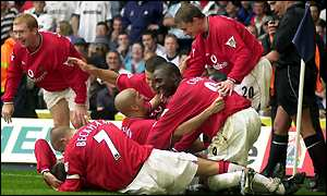 Juan Veron is mobbed by his Man Utd team-mates after scoring the crucial goal
