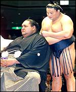 Sumo champion Takanohana cuts off part of retired champion Akebono