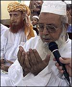 Orando en una mezquita.