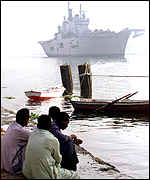 HMS Illustrious on its way to Oman