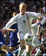 Paul Scholes bursts through in the first minute
