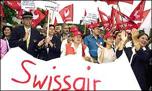 Staff demonstrate against Swissair's collapse