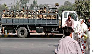 Pakistani troops in Peshawar