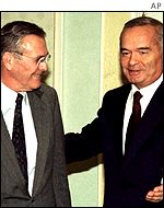 President Islam Karimov (l) and US Defence Secretary Donald Rumsfeld