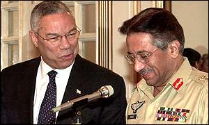 Colin Powell (l) and Pervez Musharraf at a joint news conference after their talks