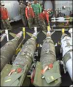 US troops prepare missiles