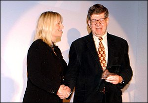 Roslin presents award, WWF