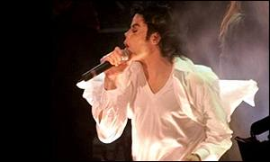 Michael Jackson peforming at a benefit concert in America for victims of the terrorist attacks