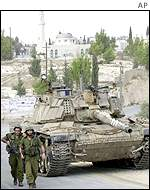 Israeli tanks in Beit Rima