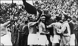 Italian players hoist coach Vittorio Pozzo high in celebration