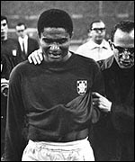 Portugal's Eusebio walks off in tears after the semi-final
