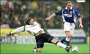 Paul Gascoigne avoids Paul Warhurst's sliding tackle