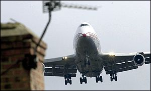Thousands live under Heathrow flight paths