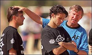 Ferguson makes a point to a young Ryan Giggs and Clayton Blackmore