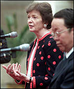 Mary Robinson and Chinese vice Foreign Minister Wang Guangya