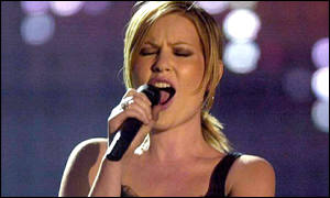 Best new act Dido gives it her all at the awards