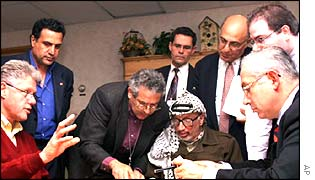 Dan Naveh, back row, right (behind Binyamin Netanyahu) at 1998 Mid-East peace talks