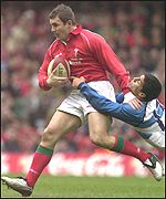 Iestyn Harris looks for a gap in the Argentina defence
