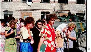 Freed Russian hostages in Buddionovsk in 1995