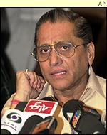 BCCI president Jagmohan Dalmiya is keen to let the dust settle