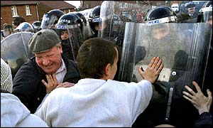 Protestant residents clash with riot police