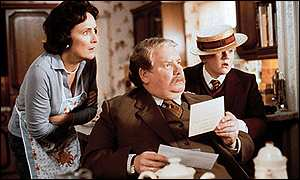 Aunt Petunia Dursley (Fiona Shaw), Uncle Vernon Dursley (Richard Griffiths) and Dudley Dursley (Harry Melling)