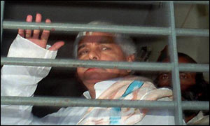 Laloo Yadav waving to supporters