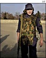 Служащий МЧС России охраняет склад гуманитарной помощи в Кабуле